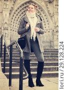 Купить «female in the historical city center», фото № 29128224, снято 11 ноября 2017 г. (c) Яков Филимонов / Фотобанк Лори