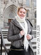 Купить «positive girl teenager in the city in scarf», фото № 29128228, снято 11 ноября 2017 г. (c) Яков Филимонов / Фотобанк Лори