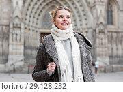 Купить «positive girl teenager in the city in scarf», фото № 29128232, снято 11 ноября 2017 г. (c) Яков Филимонов / Фотобанк Лори