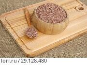 Купить «Узбекский рис для плова - девзира в бамбуковой миске на деревянной доске», фото № 29128480, снято 30 августа 2018 г. (c) Елена Коромыслова / Фотобанк Лори