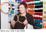 Купить «Woman choosing embroidery hoops for fancywork», фото № 29132956, снято 10 мая 2017 г. (c) Яков Филимонов / Фотобанк Лори