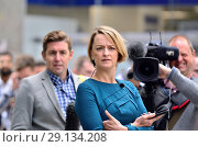 Laura Kuenssberg (BBC News political editor) outside Labour Party HQ as the party discuss anti-Semitism inside. Sept 4th 2018. Редакционное фото, фотограф Phil Robinson / age Fotostock / Фотобанк Лори