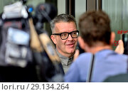 Tom Watson MP (Labour: West Bromwich East / Deputy Labour leader) outside Labour Party HQ to give a brief statement to the press as they discuss anti-Semitism inside, Sept 4th 2018. Редакционное фото, фотограф Phil Robinson / age Fotostock / Фотобанк Лори