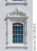 Купить «Россия, Сибирь, Тюменская область, Тобольск, окно на стене Софийско-Успенского собора кремля», эксклюзивное фото № 29135812, снято 3 июля 2018 г. (c) Александр Циликин / Фотобанк Лори