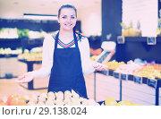Купить «Shopping assistant demonstrating assortment of grocery shop», фото № 29138024, снято 23 ноября 2016 г. (c) Яков Филимонов / Фотобанк Лори