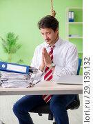 Купить «The despaired businessman thinking of suicide in the office», фото № 29139132, снято 21 мая 2018 г. (c) Elnur / Фотобанк Лори