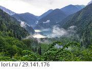 Купить «Озеро Рица. Абхазия», фото № 29141176, снято 26 июня 2018 г. (c) Евгений Ткачёв / Фотобанк Лори