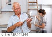 Купить «Senior man with mixer tap», фото № 29141996, снято 19 июня 2018 г. (c) Яков Филимонов / Фотобанк Лори