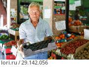 Купить «Man choosing fruits in market», фото № 29142056, снято 16 июня 2018 г. (c) Яков Филимонов / Фотобанк Лори