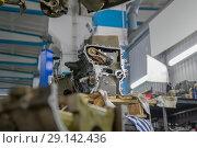 Купить «Detail of the engine of a car with gears and a chain in a car repair shop», фото № 29142436, снято 24 сентября 2018 г. (c) Константин Шишкин / Фотобанк Лори