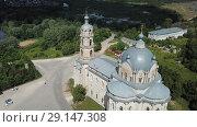 Купить «Belfry and dome of Church of Life-Giving Trinity in Gus-Zhelezny on background with greenery and cloudy summer sky, Russia», видеоролик № 29147308, снято 28 июня 2018 г. (c) Яков Филимонов / Фотобанк Лори