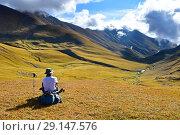 Купить «Турист на привале в горах Архыза», фото № 29147576, снято 17 сентября 2018 г. (c) Овчинникова Ирина / Фотобанк Лори
