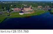 Купить «Крепость Хямеенлинна на озере Ванаявеси июльским утром. Финляндия (аэросъемка)», видеоролик № 29151760, снято 24 июля 2018 г. (c) Виктор Карасев / Фотобанк Лори