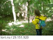 Купить «child in the woods», фото № 29151920, снято 2 июня 2018 г. (c) Типляшина Евгения / Фотобанк Лори