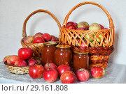 Купить «apple jam and fresh apples in a wicker basket», фото № 29161808, снято 25 августа 2018 г. (c) Володина Ольга / Фотобанк Лори