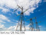 Купить «Линии электропередачи - ЛЭП», фото № 29162596, снято 7 июля 2018 г. (c) Ольга Сейфутдинова / Фотобанк Лори