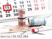 Купить «Деньги, ручка, календарь. Будни налогоплательщика», фото № 29163384, снято 13 сентября 2018 г. (c) Наталья Осипова / Фотобанк Лори