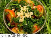 Купить «Пластиковая миска с нарезкой овощей,стоит на разложенном укропе», фото № 29164692, снято 1 октября 2018 г. (c) Игорь Кутателадзе / Фотобанк Лори