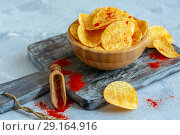 Potato chips with paprika. Стоковое фото, фотограф Марина Сапрунова / Фотобанк Лори