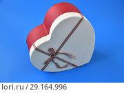 Купить «box for gifts in shape of heart on blue background», фото № 29164996, снято 23 сентября 2018 г. (c) Володина Ольга / Фотобанк Лори