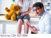 Купить «Doctor checking up young girls reflexes with hammer», фото № 29167584, снято 6 марта 2018 г. (c) Elnur / Фотобанк Лори