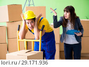 Купить «Woman boss and man contractor working with boxes delivery», фото № 29171936, снято 4 июня 2018 г. (c) Elnur / Фотобанк Лори