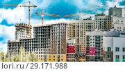 Купить «Строительство новых жилых домов на фоне неба», фото № 29171988, снято 23 июля 2019 г. (c) Сергеев Валерий / Фотобанк Лори