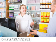 Pharmacist serving client in pharmacy. Стоковое фото, фотограф Яков Филимонов / Фотобанк Лори