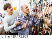 Купить «Customers buying tooling in supermarket», фото № 29172968, снято 19 ноября 2018 г. (c) Яков Филимонов / Фотобанк Лори