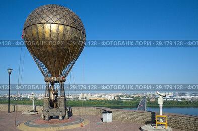 Памятник французскому писателю-фантасту Жюлю Верну на смотровой площадке в Нижнем Новгороде, Россия