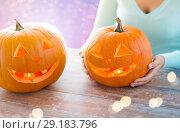Купить «close up of woman with halloween pumpkins», фото № 29183796, снято 17 сентября 2014 г. (c) Syda Productions / Фотобанк Лори
