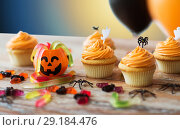 Купить «halloween party cupcakes or muffins on table», фото № 29184476, снято 6 июля 2017 г. (c) Syda Productions / Фотобанк Лори