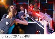 Купить «Teams of laser tag game girls and guys playing emotionally oppos», фото № 29185408, снято 27 августа 2018 г. (c) Яков Филимонов / Фотобанк Лори