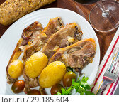 Купить «Roasted lamb ribs with potato», фото № 29185604, снято 19 октября 2018 г. (c) Яков Филимонов / Фотобанк Лори