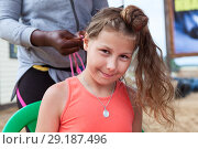 Купить «Pleased pretty girl has cornrow making Afro American female hands, looking at camera», фото № 29187496, снято 19 июля 2018 г. (c) Кекяляйнен Андрей / Фотобанк Лори