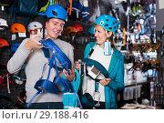 Купить «Athletes chooses climbing equipment», фото № 29188416, снято 25 октября 2017 г. (c) Яков Филимонов / Фотобанк Лори