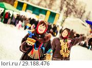 Купить «happy girls plays during Shrovetide», фото № 29188476, снято 6 марта 2011 г. (c) Яков Филимонов / Фотобанк Лори