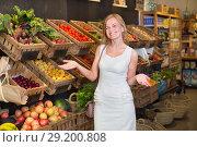 Купить «Woman shopping veggies», фото № 29200808, снято 27 мая 2019 г. (c) Яков Филимонов / Фотобанк Лори
