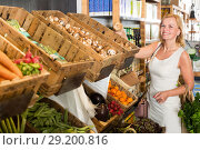 Купить «Woman shopping veggies», фото № 29200816, снято 27 мая 2019 г. (c) Яков Филимонов / Фотобанк Лори
