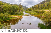 Купить «The big Nugush River flows in the Ural mountains, autumn.», фото № 29207132, снято 5 сентября 2017 г. (c) Акиньшин Владимир / Фотобанк Лори