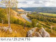 Купить «Ural village among the mountain peaks and taiga.», фото № 29214716, снято 9 сентября 2017 г. (c) Акиньшин Владимир / Фотобанк Лори