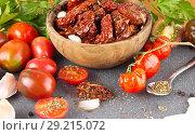 Купить «Сушеные помидоры в оливковом масле. Блюдо в итальянском стиле», фото № 29215072, снято 11 октября 2018 г. (c) Наталия Кузнецова / Фотобанк Лори