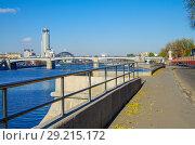 Купить «Вид на Москва-реку с Новоспасского моста, Москва», фото № 29215172, снято 24 октября 2016 г. (c) Natalya Sidorova / Фотобанк Лори