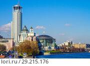 Купить «Вид на Москва-реку с Новоспасского моста, Москва», фото № 29215176, снято 24 октября 2016 г. (c) Natalya Sidorova / Фотобанк Лори