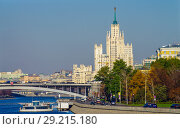 Купить «Вид на Москва-реку с Новоспасского моста, Москва», фото № 29215180, снято 24 октября 2016 г. (c) Natalya Sidorova / Фотобанк Лори