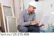 Купить «constructor working at the notebook», фото № 29215408, снято 18 мая 2017 г. (c) Яков Филимонов / Фотобанк Лори