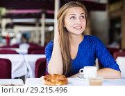 Portrait of cheerful female who is enjoying of breakfast and dream. Стоковое фото, фотограф Яков Филимонов / Фотобанк Лори