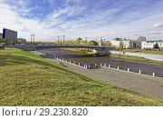 Купить «Омск.Полностью реконструированный Юбилейный мост через реку Омь», фото № 29230820, снято 9 октября 2018 г. (c) Круглов Олег / Фотобанк Лори
