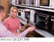 Купить «couple choosing new modern mini oven», фото № 29231548, снято 1 марта 2018 г. (c) Яков Филимонов / Фотобанк Лори