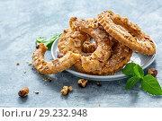 Купить «Shortbread cookies in the form of rings», фото № 29232948, снято 13 июля 2018 г. (c) Марина Сапрунова / Фотобанк Лори